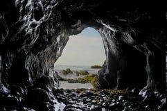 Μέσα σε μια σπηλιά θάλασσας Στοκ εικόνα με δικαίωμα ελεύθερης χρήσης