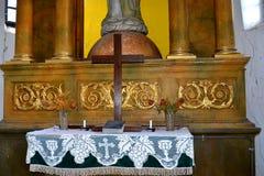 Μέσα στην ενισχυμένη σαξονική μεσαιωνική εκκλησία Ungra, Τρανσυλβανία Στοκ Φωτογραφίες