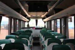 Μέσα στην καμπίνα, ένα μεγάλο λεωφορείο, όμορφο σχέδιο, με τα ζωηρόχρωμα μαξιλάρια καθισμάτων στοκ φωτογραφία με δικαίωμα ελεύθερης χρήσης