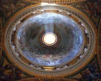 Μέσα στη βασιλική του ST Peter ` s, πόλη του Βατικανού, Ρώμη Στοκ εικόνα με δικαίωμα ελεύθερης χρήσης