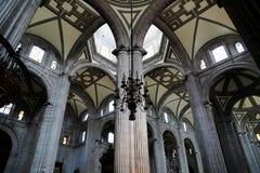 Μέσα στη βασιλική της κυρίας Guadalupe μας, Πόλη του Μεξικού Στοκ Φωτογραφία
