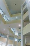 Μέσα στη βιβλιοθήκη Στοκ φωτογραφία με δικαίωμα ελεύθερης χρήσης