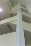 Μέσα στη βιβλιοθήκη Στοκ φωτογραφίες με δικαίωμα ελεύθερης χρήσης