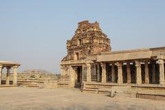 Μέσα στον ινδό ναό Vittala στην αρχαία περιοχή Hampi, Karnataka, Ινδία Στοκ Εικόνες