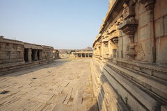 Μέσα στον ινδό ναό Vittala στην αρχαία περιοχή Hampi, Karnataka, Ινδία Στοκ Εικόνα