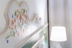 Μέσα στο δωμάτιο ξενοδοχείου στο θέρετρο πολυτέλειας, παραδοσιακός τουρισμός στοκ φωτογραφίες