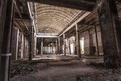 Μέσα στο εγκαταλειμμένο εργοστάσιο Στοκ φωτογραφίες με δικαίωμα ελεύθερης χρήσης