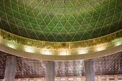 Μέσα στο μουσουλμανικό τέμενος της Τζακάρτα Στοκ εικόνες με δικαίωμα ελεύθερης χρήσης
