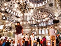 Μέσα στο μπλε μουσουλμανικό τέμενος Στοκ φωτογραφία με δικαίωμα ελεύθερης χρήσης