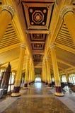 Μέσα στο χρυσό παλάτι Kambawzathardi Στοκ Φωτογραφία