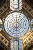 Μέσα στο Arcade με μια στέγη γυαλιού και το χάλυβα στο Μιλάνο Ιταλία Στοκ Φωτογραφίες