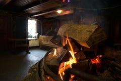 Μέσα στο koliba, παραδόσεις βουνών Στοκ φωτογραφία με δικαίωμα ελεύθερης χρήσης