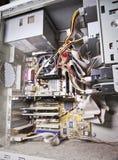 Μέσα του παλαιού, αποσυνθεμένος, καλυμμένος με τον υπολογιστή σκόνης μικρό βάθος της οξύτητας στοκ εικόνα