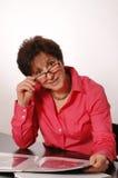 μέση γυναίκα γραφείων ηλι&kap Στοκ φωτογραφίες με δικαίωμα ελεύθερης χρήσης