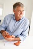 Μέση διαμόρφωση αργίλου ατόμων ηλικίας στοκ εικόνες με δικαίωμα ελεύθερης χρήσης