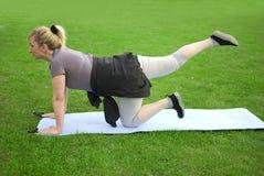 Μέση ηλικίας άσκηση γυναικών στοκ φωτογραφίες με δικαίωμα ελεύθερης χρήσης