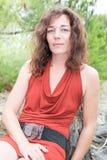 Μέση ηλικίας γυναίκα το καλοκαίρι πάρκων Στοκ φωτογραφία με δικαίωμα ελεύθερης χρήσης