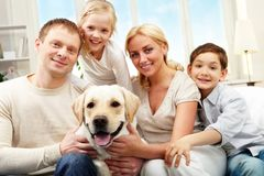 μέση οικογένεια Στοκ φωτογραφία με δικαίωμα ελεύθερης χρήσης