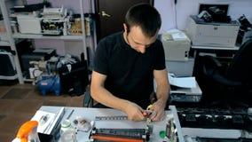 Μέση πυροβοληθείσα καθαρή ηλεκτρονική ουσία εργαζομένων φιλμ μικρού μήκους
