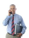 Μέσος ηλικίας επιχειρηματίας με το τηλέφωνο lap-top και κυττάρων Στοκ Εικόνες