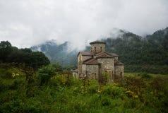 Μέσος ναός στα βουνά Arkhyz Στοκ εικόνα με δικαίωμα ελεύθερης χρήσης