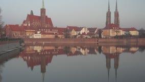 Μέσος πυροβολισμός του νησιού καθεδρικών ναών σε Wroclaw - κλίση φιλμ μικρού μήκους