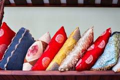 Μέσου μεγέθους σωρός των ασιατικών μαξιλαριών Στοκ φωτογραφία με δικαίωμα ελεύθερης χρήσης