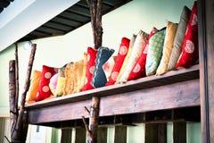 Μέσου μεγέθους σωρός των ασιατικών μαξιλαριών Στοκ εικόνες με δικαίωμα ελεύθερης χρήσης