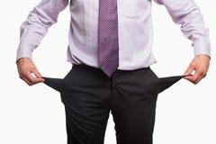 Μέσο τμήμα ενός επιχειρηματία τις τσέπες που εξάγονται με στοκ εικόνες