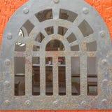 Μέσω της πόρτας Στοκ εικόνα με δικαίωμα ελεύθερης χρήσης