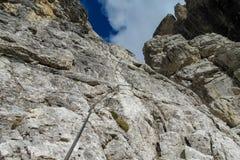 Μέσω του βουνού Bocchette Alte delle μέσω του ferrata στις Άλπεις δολομίτη στοκ φωτογραφία