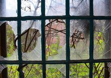 Μέσω του σπασμένου γυαλιού Στοκ Φωτογραφίες