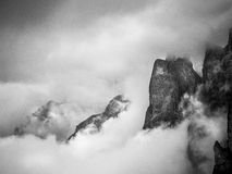 Μέσω των ομιχλών Στοκ Εικόνες