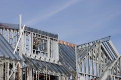 μέταλλο σπιτιών κατασκευής Στοκ φωτογραφία με δικαίωμα ελεύθερης χρήσης