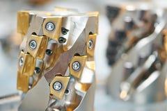 Μέταλλο που επεξεργάζεται το μύλο εργαλείων στη μηχανή Στοκ εικόνα με δικαίωμα ελεύθερης χρήσης