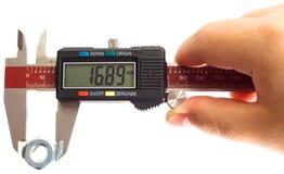 Μέτρηση με έναν ψηφιακό παχυμετρικό διαβήτη Στοκ εικόνες με δικαίωμα ελεύθερης χρήσης