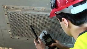 Μέτρηση της ατμοσφαιρικής ποιότητας στον άξονα εξαεριστήρων απόθεμα βίντεο