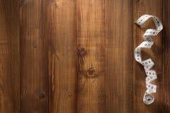 Μέτρηση της ταινίας στον ξύλινο πίνακα Στοκ Φωτογραφία