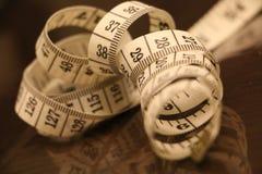 Μέτρηση του καφετιού άσπρου ρόλου υποβάθρου λουρίδων αριθμών ταινιών Στοκ εικόνες με δικαίωμα ελεύθερης χρήσης