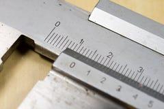 Μέτρηση των εργαλείων στο εργαστήριο Παχυμετρικός διαβήτης για την εργασία κλειδαράδων για το α Στοκ φωτογραφίες με δικαίωμα ελεύθερης χρήσης