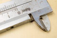 Μέτρηση των εργαλείων στο εργαστήριο Παχυμετρικός διαβήτης για την εργασία κλειδαράδων για το α Στοκ Φωτογραφίες