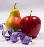 Μέτρο της Apple, αχλαδιών και ταινιών, έννοια διατροφής Στοκ φωτογραφίες με δικαίωμα ελεύθερης χρήσης