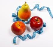 Μέτρο της Apple, αχλαδιών, ροδάκινων και ταινιών, έννοια διατροφής Στοκ Εικόνα