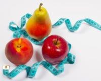Μέτρο της Apple, αχλαδιών, ροδάκινων και ταινιών, έννοια διατροφής Στοκ Εικόνες