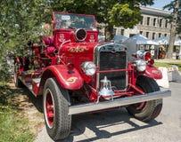 Μέτωπο ενός παλαιού εκλεκτής ποιότητας πυροσβεστικού οχήματος στοκ εικόνες