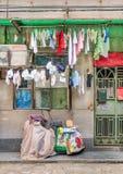 Μέτωπο ενός σπιτιού παραδοσιακού κινέζικου με το πλυντήριο, Guangzhou, Κίνα Στοκ Εικόνες