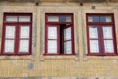 Μέτωπο σπιτιών που εξωραΐζεται με Azulejos (κεραμίδια τοίχων) στοκ εικόνα