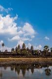 Μέτωπο Angkor Wat με την αντανάκλαση στο νερό Στοκ φωτογραφία με δικαίωμα ελεύθερης χρήσης