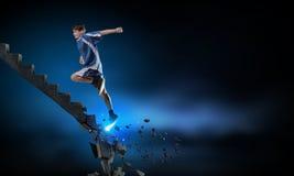 Μέχρι την κορυφή που υπερνικά τις προκλήσεις στοκ φωτογραφίες με δικαίωμα ελεύθερης χρήσης