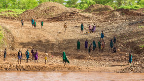 Μέλη της αφρικανικής φυλής Suri, νότια Αιθιοπία στοκ εικόνα